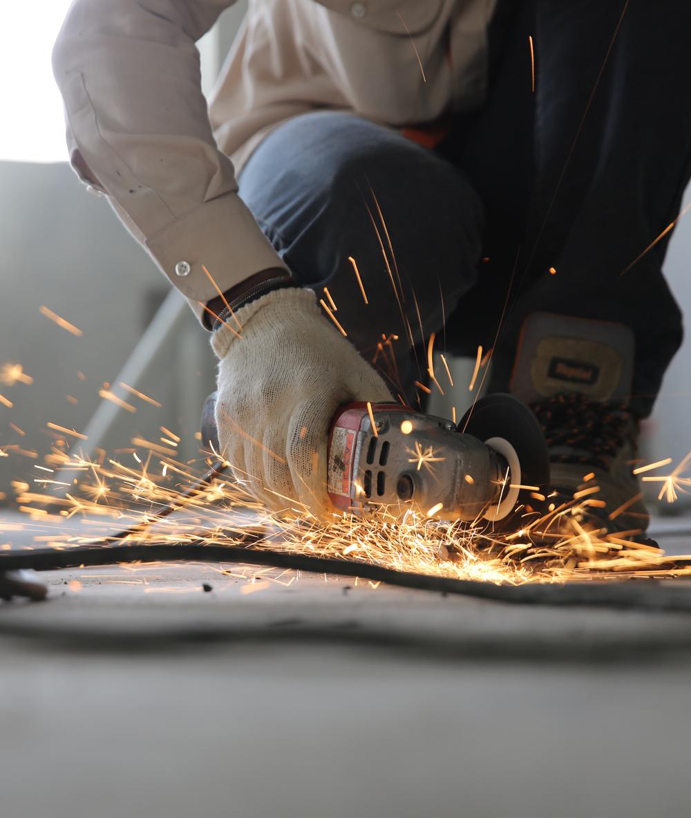 construction-grinder-man-1216544_web